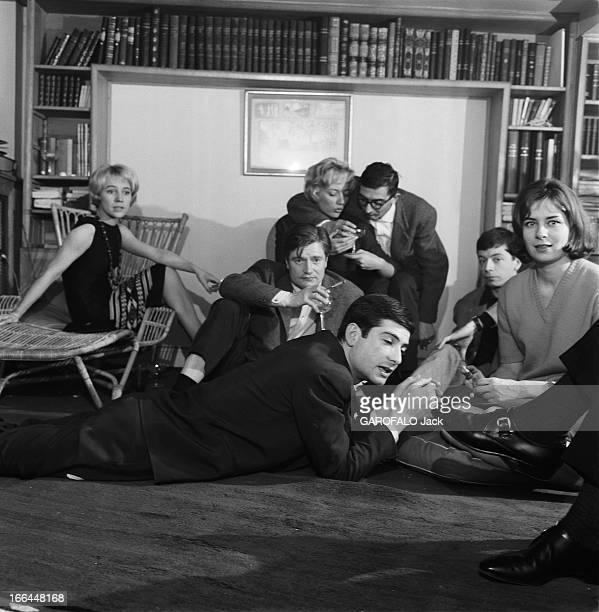 CloseUp Of Claude Chabrol Claude CHABROL chez lui à Neuilly dans l'appartementatelier où il élabore ses films avec l'équipe des 'Cousins' au centre...