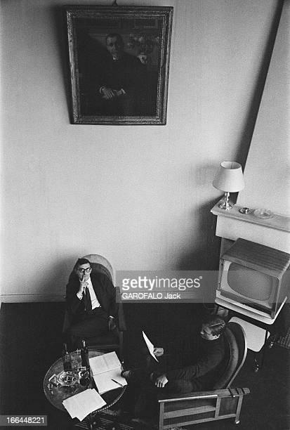 CloseUp Of Claude Chabrol Claude CHABROL chez lui à Neuilly dans l'appartementatelier où il élabore ses films sous le portrait de son producteur...