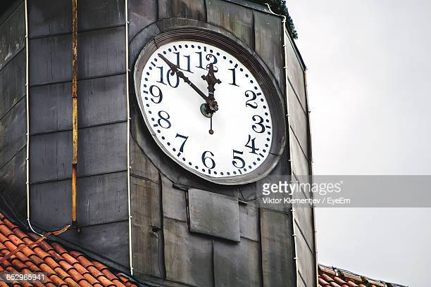 close-up of clock tower - clock tower stock pictures, royalty-free photos & images