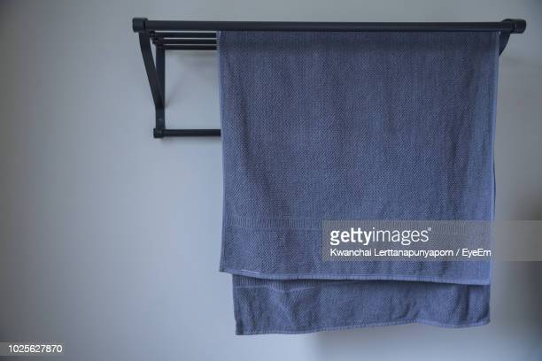 close-up of cloth drying at home - hängen stock-fotos und bilder