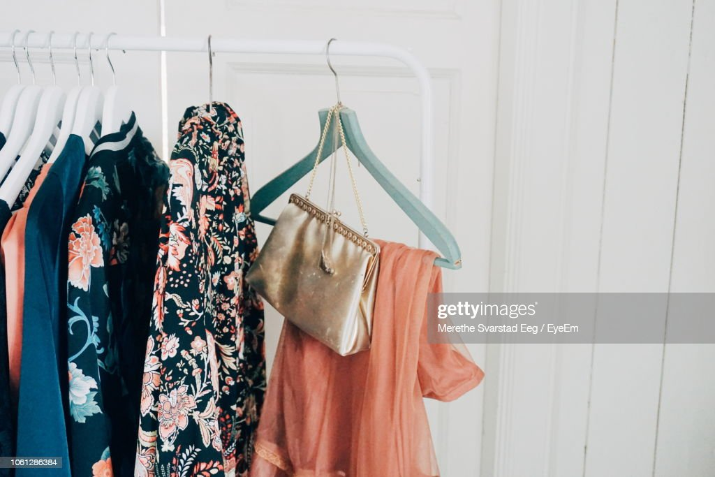 Close-Up Of Clothes Hanging On Rack At Home : Stockfoto
