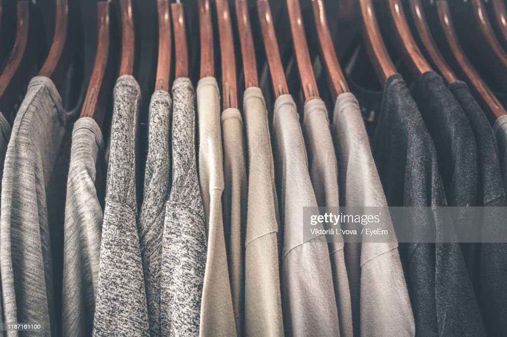 Close-Up Of Clothes Hanging On Rack At Home : ストックフォト