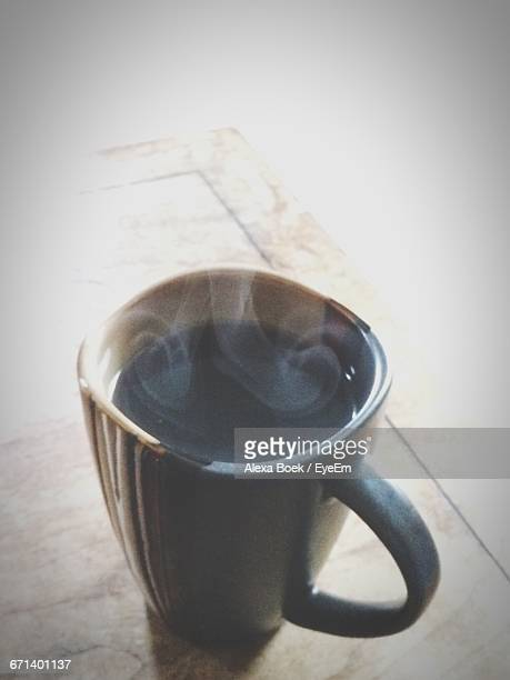 close-up of coffee on floor - boek stock pictures, royalty-free photos & images