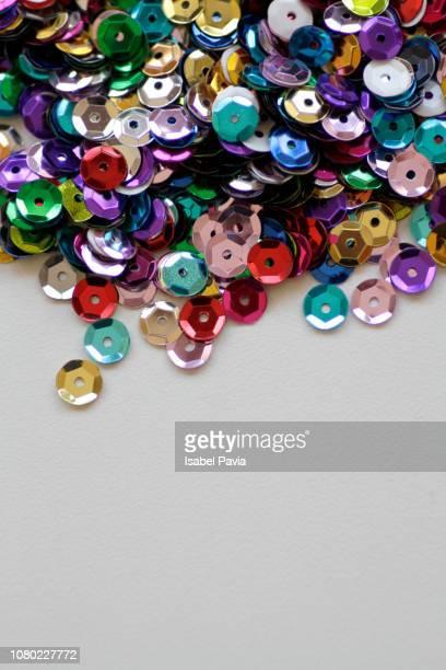 close-up of colorful sequins. copy space - lantejoula - fotografias e filmes do acervo