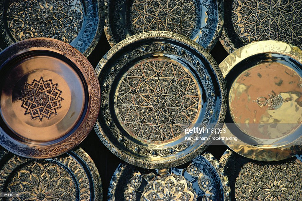Close-up of copper trays for sale, Morocco, Africa : Foto de stock