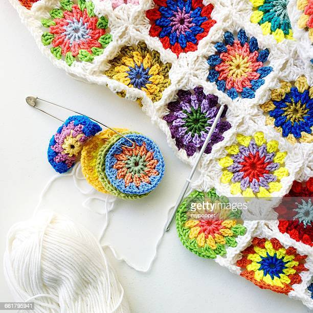 close-up of crochet blanket - crochet - fotografias e filmes do acervo