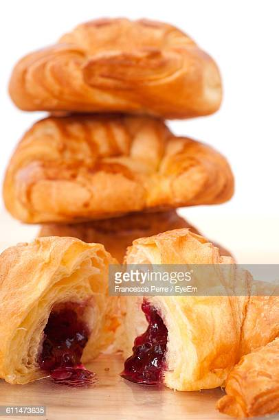 close-up of croissant served on table - foco diferencial imagens e fotografias de stock