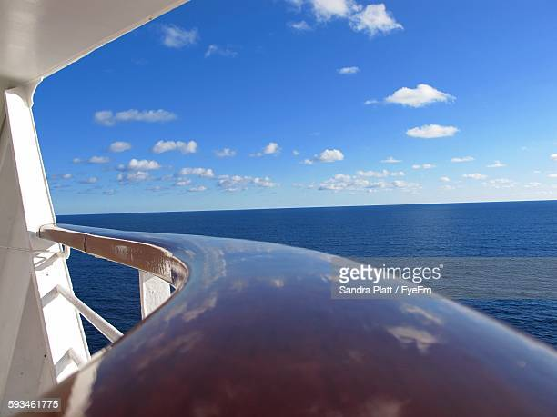 close-up of cruise ship on sea against sky - veiligheidshek stockfoto's en -beelden