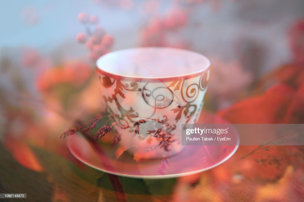 Close-Up Of Cup On Table Seen Through Glass : Stockfoto