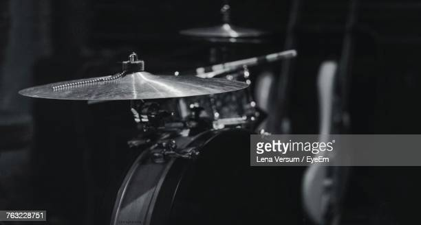 close-up of cymbal with drum kits - platillo fotografías e imágenes de stock