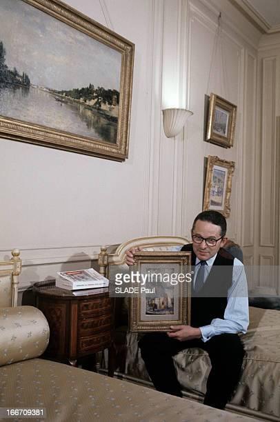 CloseUp Of Daniel Wildenstein En décembre 1969 Daniel WILDENSTEIN marchand d'art et historien portant une chemise un gilet une cravate et des...