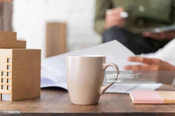 close-up of desk in architectural office - caneca imagens e fotografias de stock
