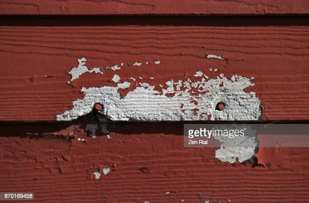 close-up of deteriorating shingle panels on building exterior - rust colored fotografías e imágenes de stock