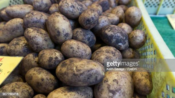 close-up of dirty potatoes for sale in market - keith savage stock-fotos und bilder