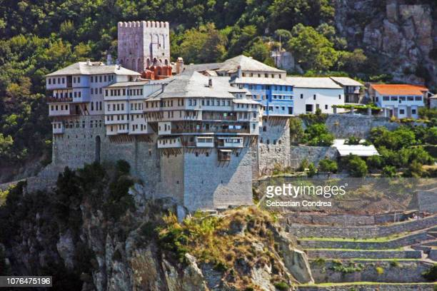 close-up of dochiariou monastery in athos mount, halkidiki , greece, mt athos monastic republichalkidiki, greece, mt athos monastic republic, - abadia mosteiro - fotografias e filmes do acervo