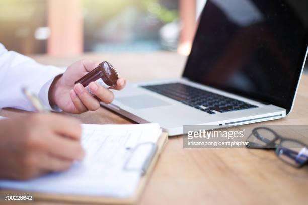 close-up of doctor's hands writing prescription and holding bottle with pills. healthcare, medical and pharmacy concept. - instruções - fotografias e filmes do acervo