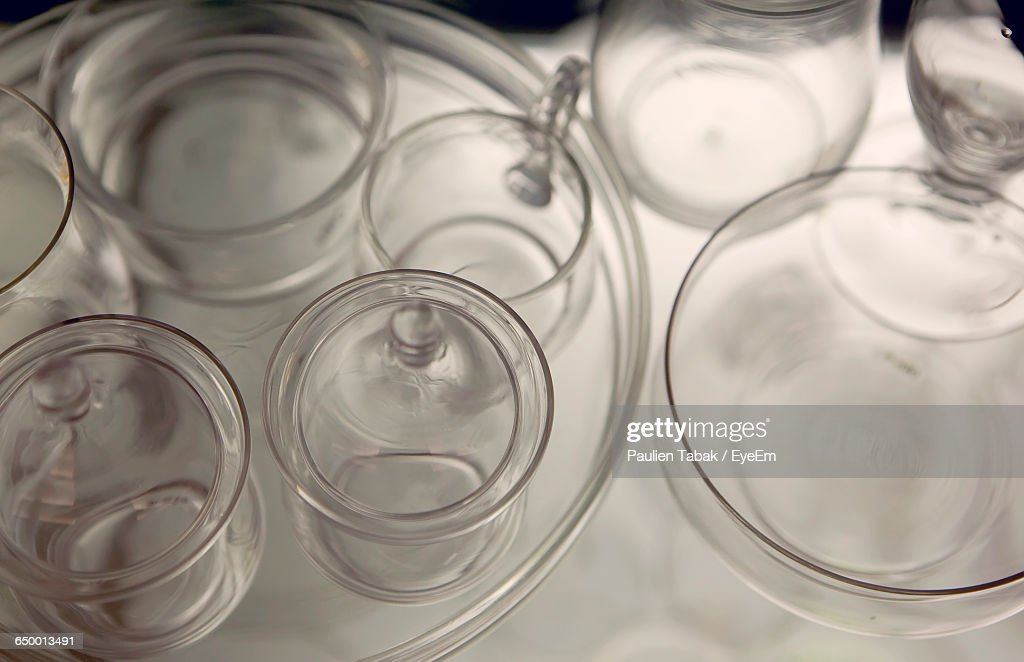 Close-Up Of Drinking Glasses On Table : Stockfoto
