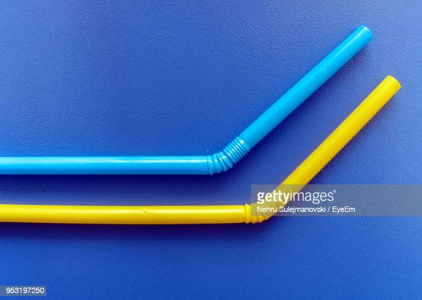 close-up of drinking straws on blue table - drinking straw stock pictures, royalty-free photos & images