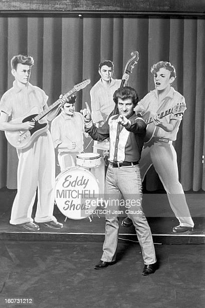 Close-up Of Eddy Mitchell. En France, Eddy MITCHELL, en préparation de son show au Palais des Sports à Paris, posant en jeans, bottes santiags et...