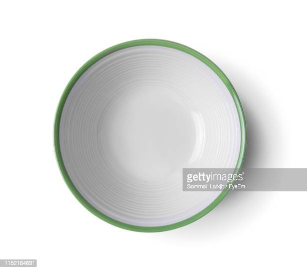 close-up of empty bowl against white background - saladeira - fotografias e filmes do acervo