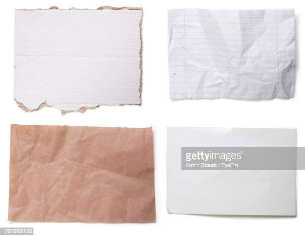close-up of empty papers over white background - en papier photos et images de collection