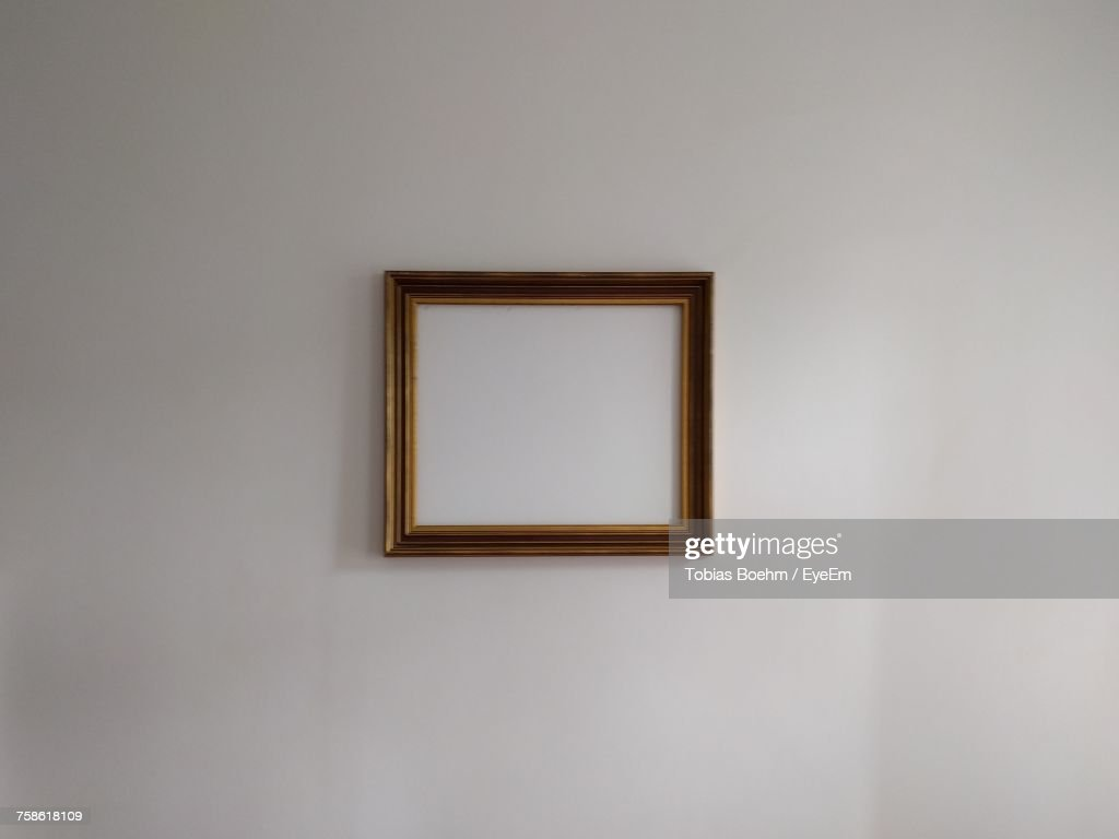 Close-Up Of Empty Picture Frame : Stock-Foto