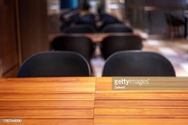 close-up of empty table - café edifício de restauração imagens e fotografias de stock