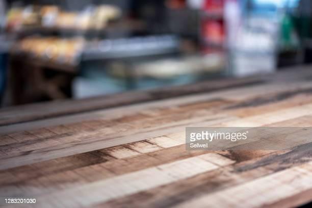 close-up of empty table - focagem no primeiro plano imagens e fotografias de stock