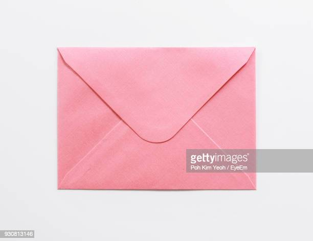 close-up of envelop over white background - bericht stockfoto's en -beelden