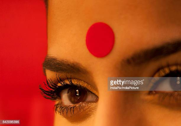 close-up of eye and bindi of a woman - bindi stock pictures, royalty-free photos & images