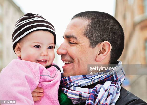 close-up of father and daughter (0-11 months) smiling - 0 11 monate stock-fotos und bilder