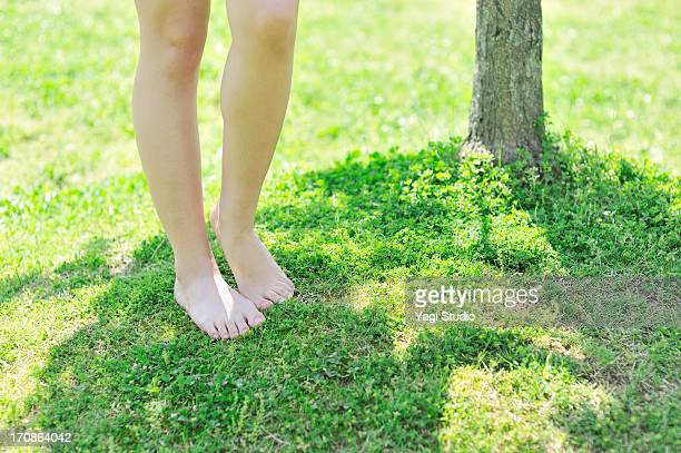 close-up of female feet in nature. - japanese women feet stock photos and pictures