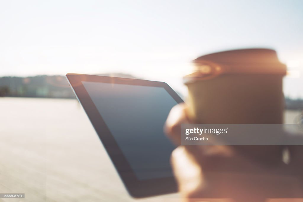 Close-up of female hand with digital tablet : Foto stock