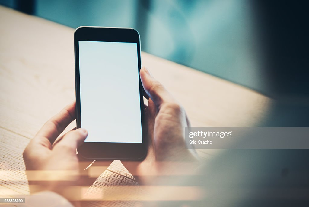 Close-up of female hand with smart phone : Foto stock