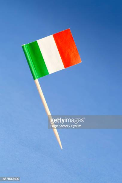close-up of flag on blue background - italian flag stock pictures, royalty-free photos & images