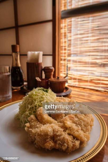 close-up of food in plate on table - tonkatsu photos et images de collection