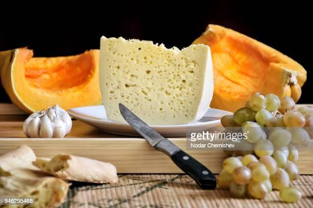close-up of food on cutting board - tbilisi stockfoto's en -beelden