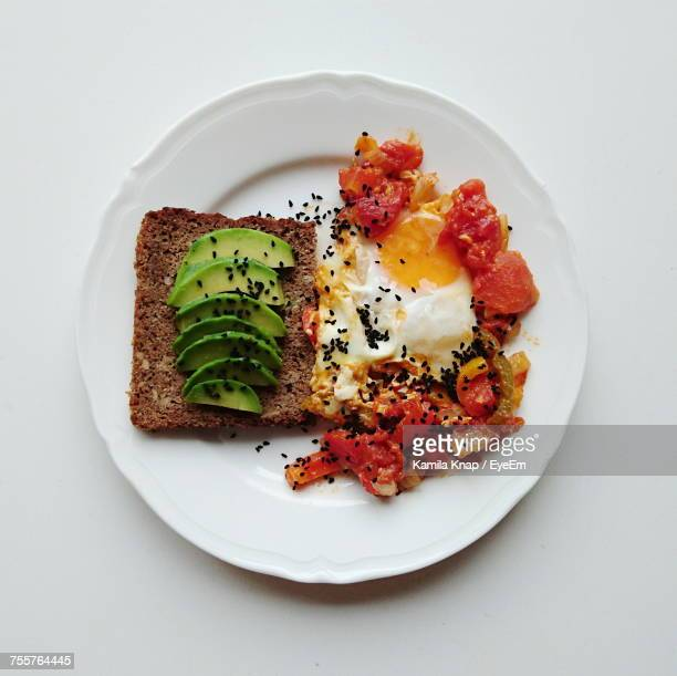 close-up of food on white table - avocado toast stockfoto's en -beelden