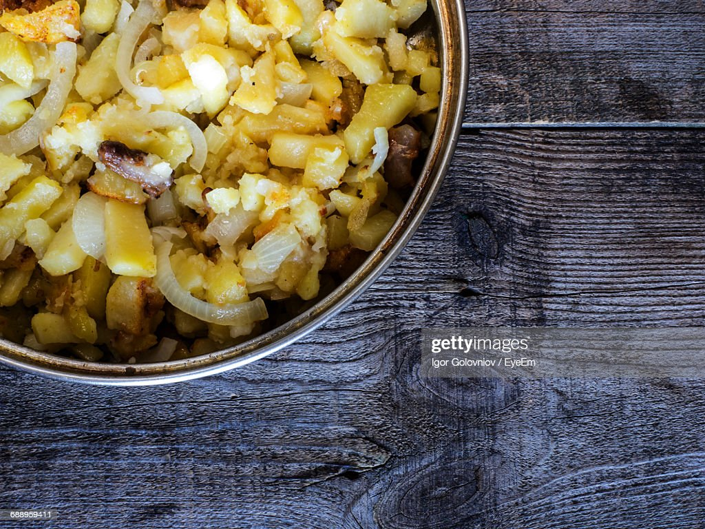 Close-Up Of Fried Potato In Container On Wooden Table : Stock Photo