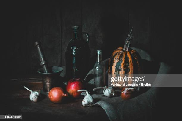 close-up of fruits and vegetable on table - stilleven stockfoto's en -beelden