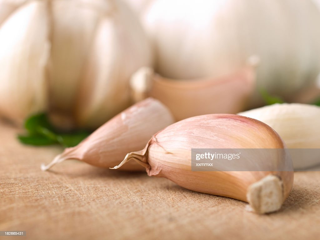 Close-up of garlic cloves laying on a table : Stock Photo