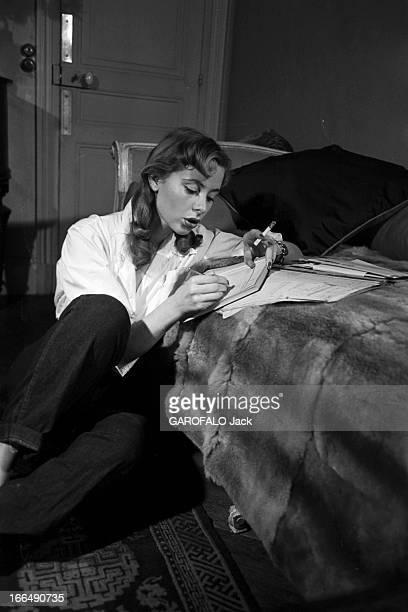 CloseUp Of Genevieve Page Paris Février 1954 Closeup Geneviève PAGE jeune comédienne celleci en pantalon et chemisier blanc posant assise au sol...