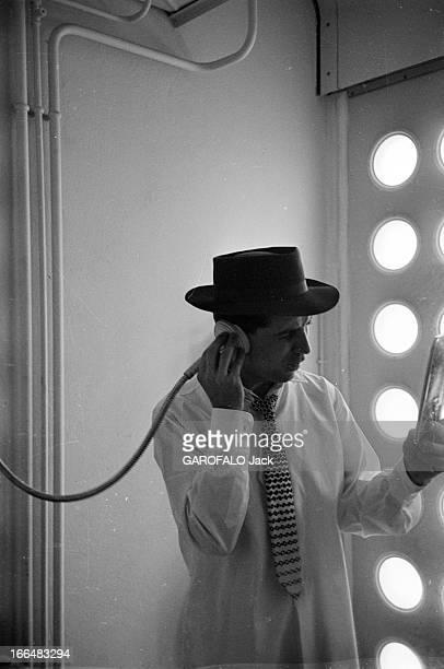 CloseUp Of Gilbert Becaud France Paris février 1954 le chanteur chanteur compositeur pianiste et acteur français Gilbert BECAUD de retour des...