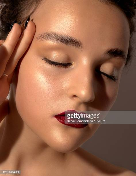 close-up of girl with eyes closed - eye liner stock pictures, royalty-free photos & images