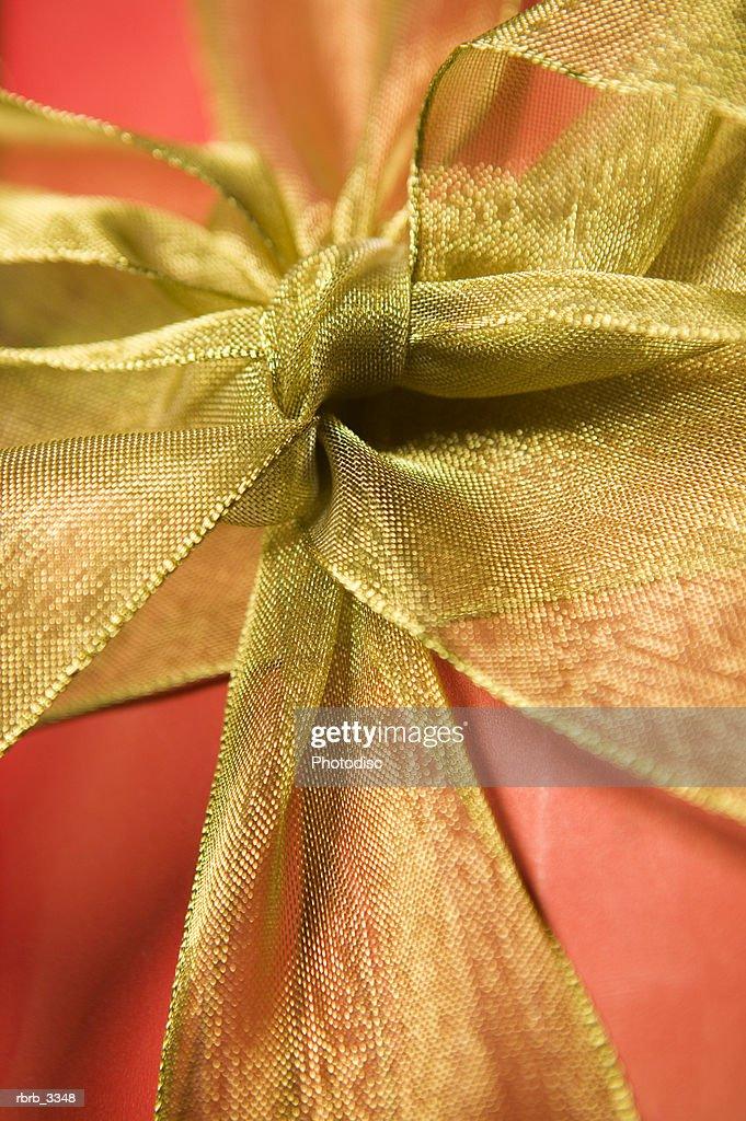 Close-up of gold bowl : Foto de stock