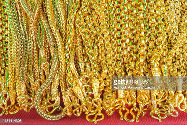 close-up of gold chain necklaces for sale in store - 金のネックレス ストックフォトと画像