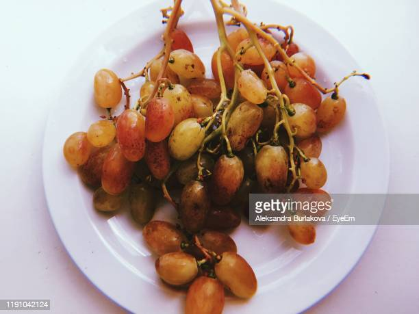 close-up of grapes in plate - burlakova stock-fotos und bilder