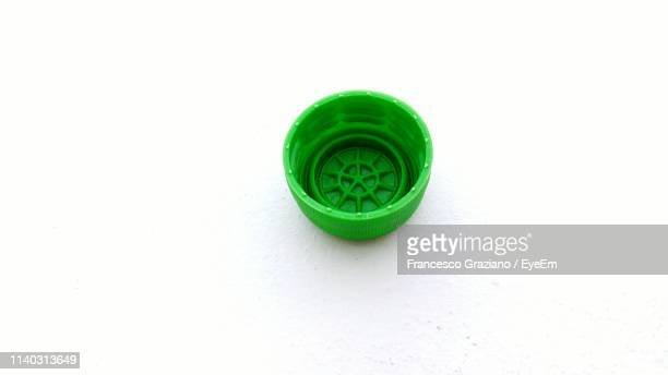 close-up of green bottle cap over white background - 瓶のキャップ ストックフォトと画像