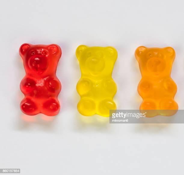 close-up of gummy bears candies - gummi bears - fotografias e filmes do acervo