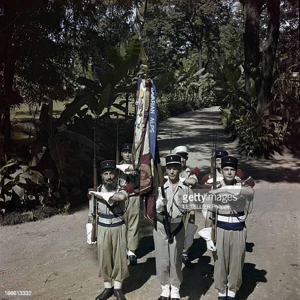 CloseUp Of Habib Bourguiba En Tunisie un groupe de soldats du régiment de marche de la légion étrangère saluant portant une bannière avec...